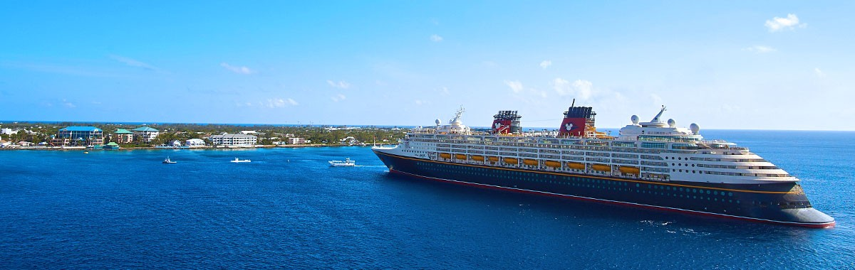 disney cruise ship coming into port