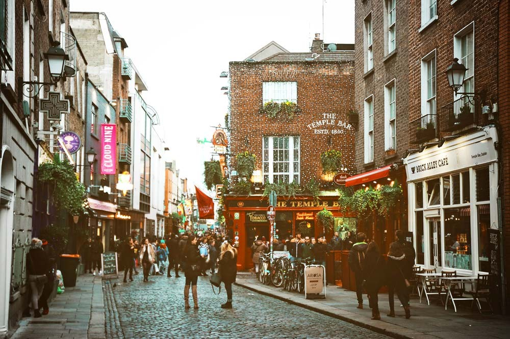 street view of the Temple Bar area of Dublin